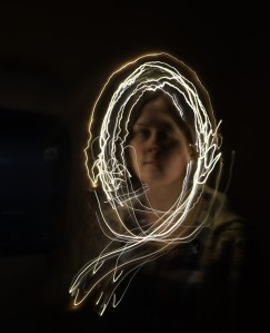 Da lagde vi slike bilder med lang lukkertid og en  batteridrevet lyskilde. Veldig gøy og ga absolutt mersmak.